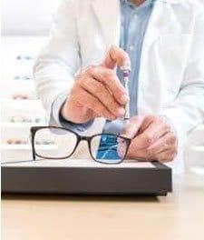revisar los tornillos de las gafas