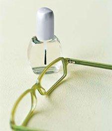 ESmalte de uñas para bloquear los tornillos del as gafas