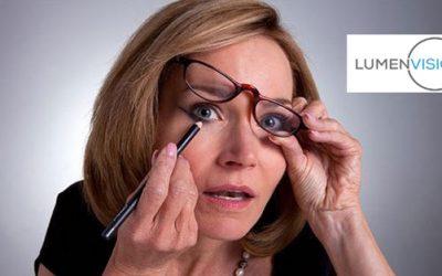 ¡Las gafas para maquillarse nos hacen la vida más sencilla!