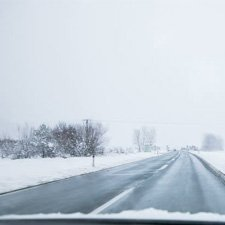 gafas para conducir en un día nevado